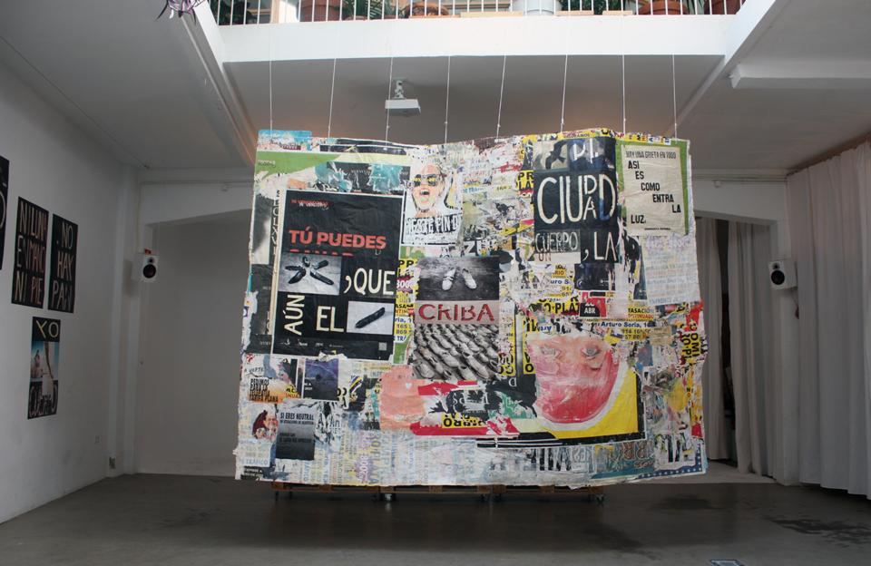 Muro de carteles. Laura Lio en Casa Banchel